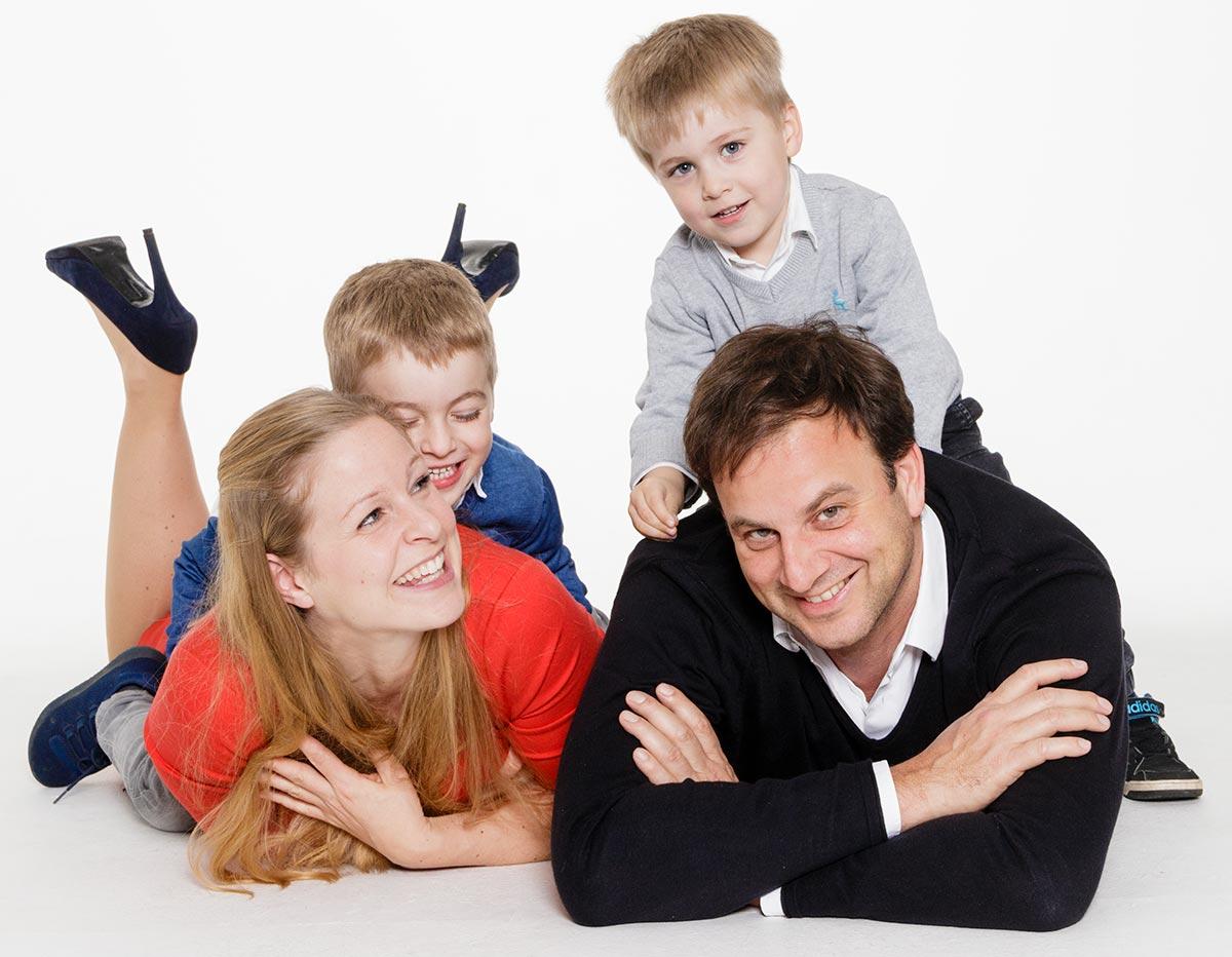 Familien Fotoshooting für schöne Familienfotos im Fotostudio Düsseldorf